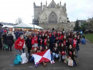 Foto de grupo ante la catedral de Exeter