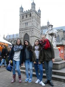 Vanessa, Isabel, Marta y Alicia en el mercado navideño_opt