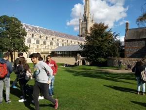Corriendo por los jardines de la Catedral de Norwich