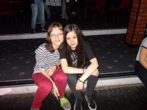 Elena Y Eneritz descansando entre baile y baile