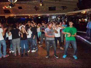 Y bailamos la Macarena