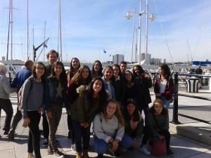 el grupo en el puerto