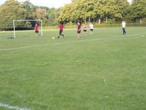 Nuestros chicos no paran, siempre quieren terminar el día jugando al fútbol