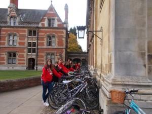 Sorprendidos con el aparcamiento de bicis los jardines de Pembroke College