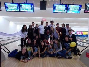 Parte del grupo después de la partida de bolos