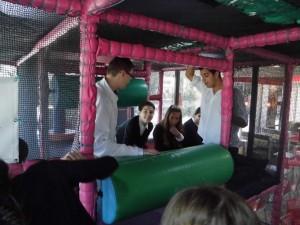 Jaime, Agus, Maria e Pablo no parque infantil