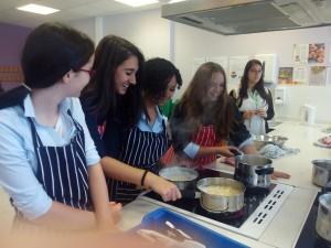 chicas_cocinando