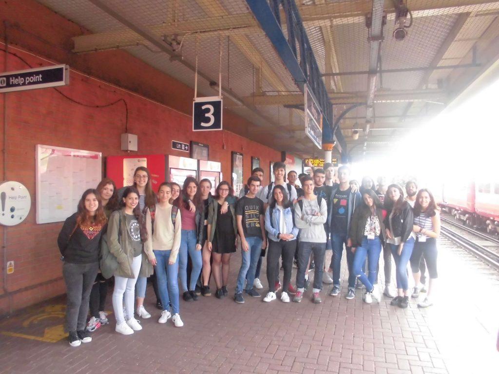 Grupo en Kingston train station para pasar el d+¡a en Londes