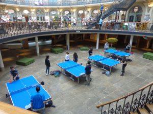 Jugando al ping pong en Corn Exchange