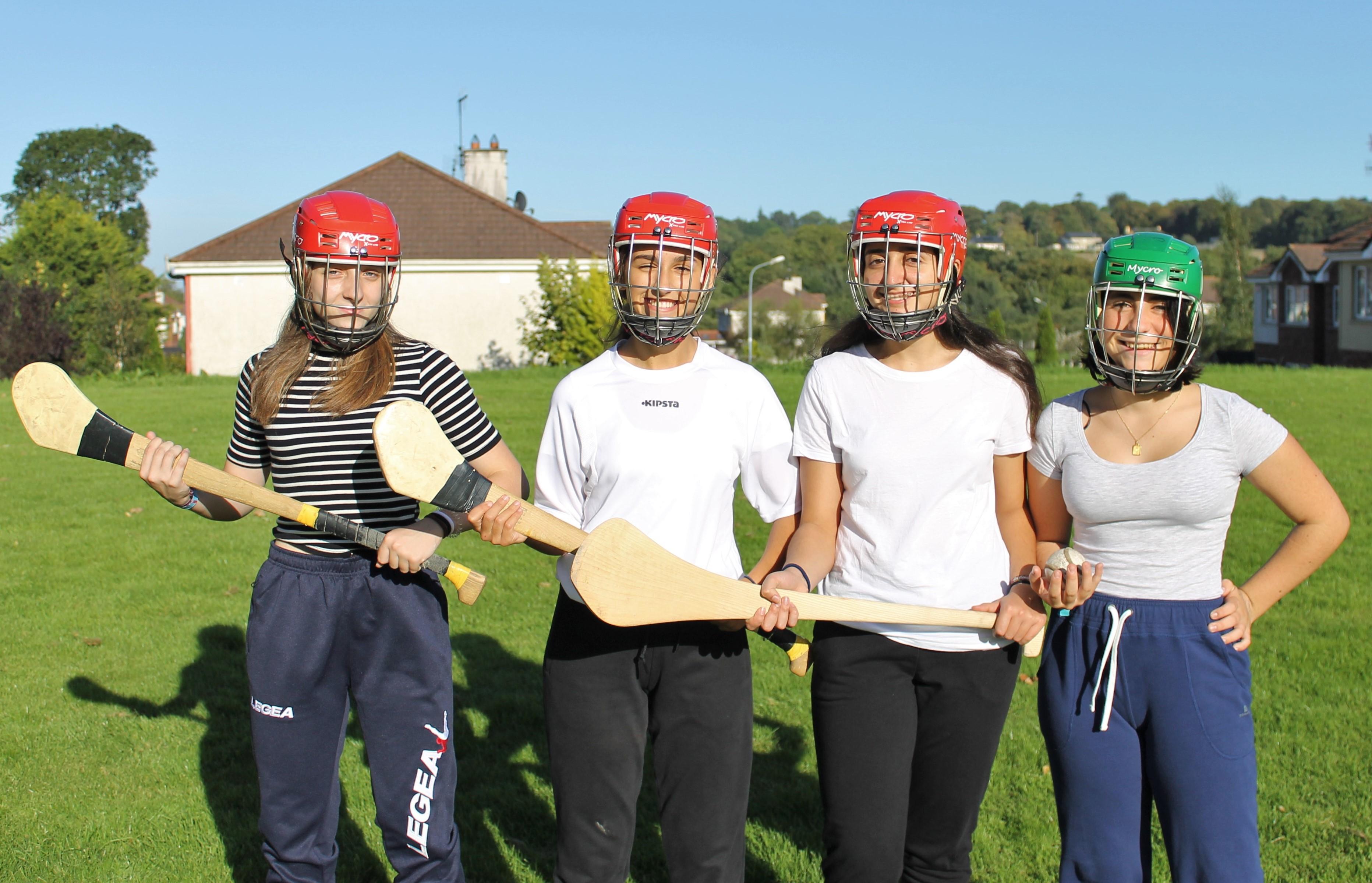 ¡Las chicas ya tienen todo lo necesario para empezar a jugar al Hurling!