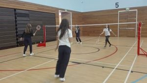partido-de-badminton_opt
